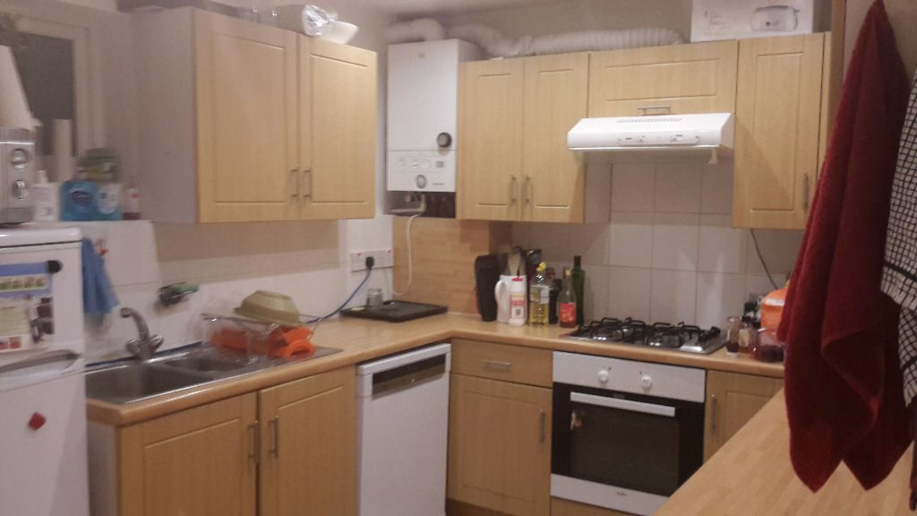 Large double room close to Manor House tube