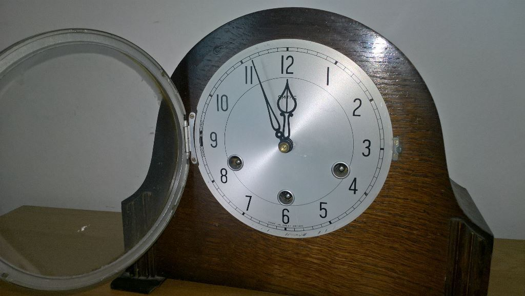 ANTIQUE CLOCK (smiths)