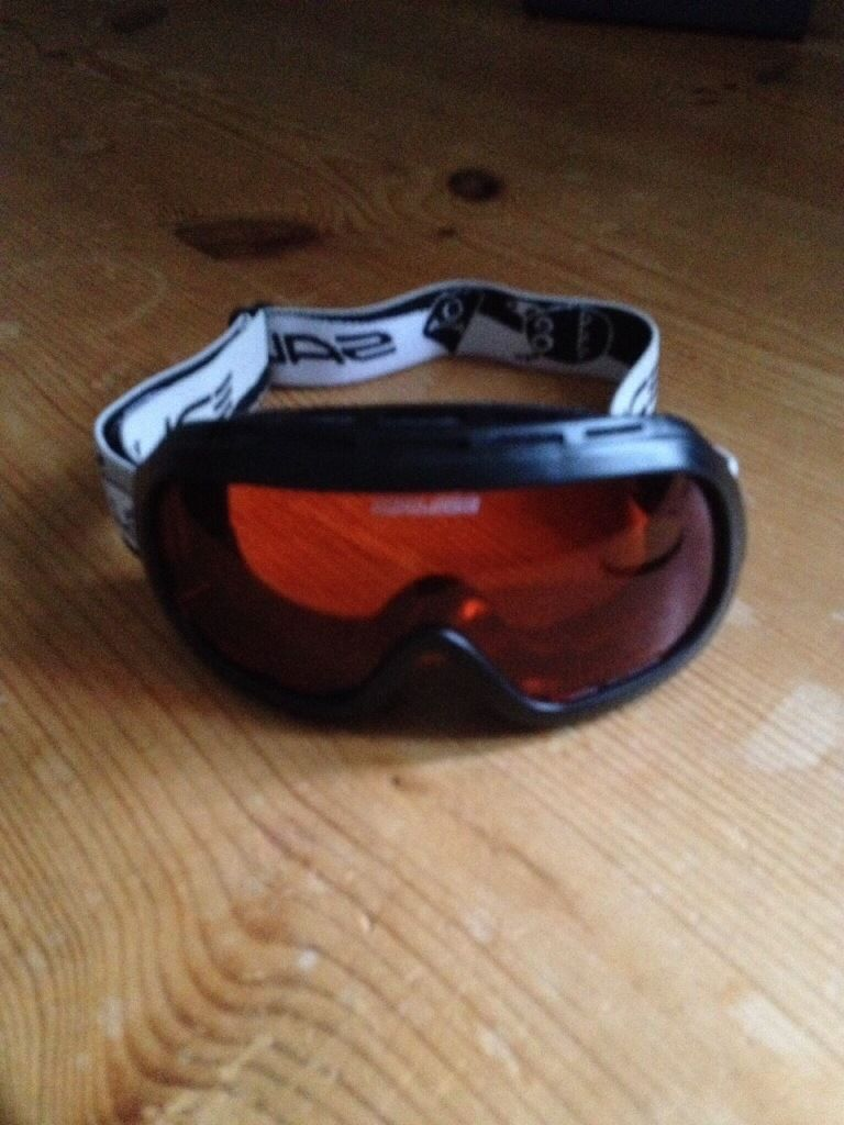 Snowboarding goggles