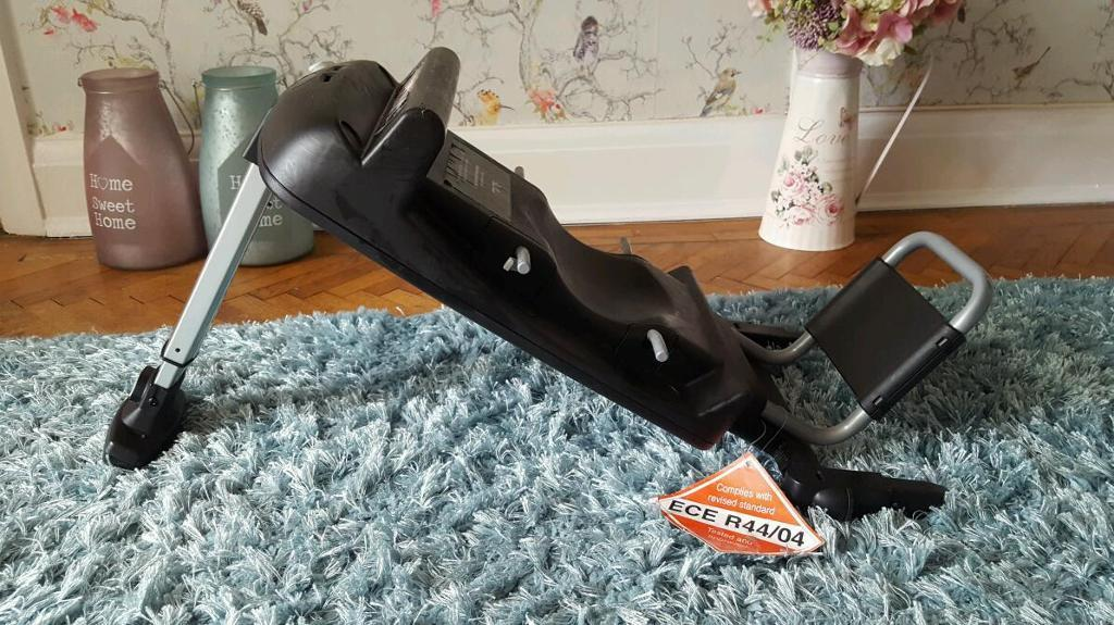 Silver Cross carseat and isofix base