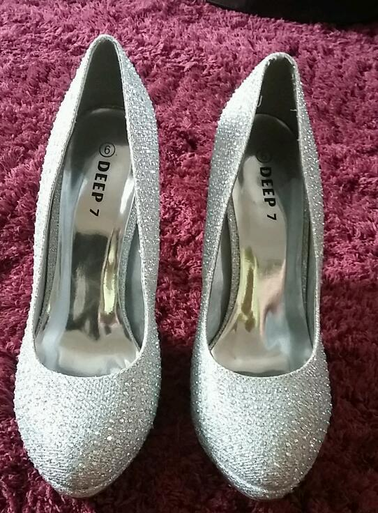 Size 6 deep 7 court stiletto dimante