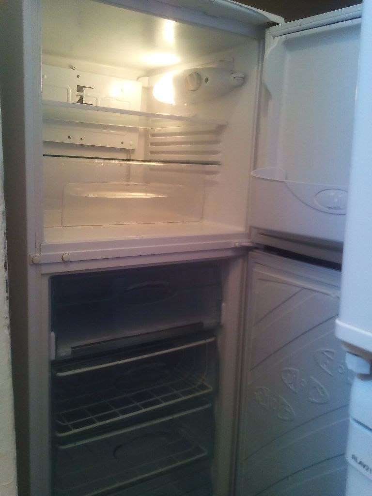 LIKE NEW!!!Hotpoint ICED DIAMOND (Delivery)