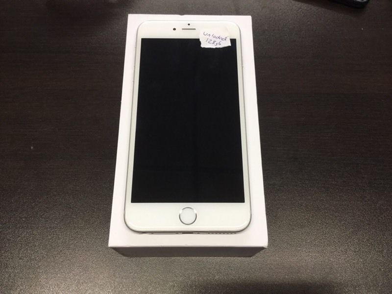 iPhone 6 64gb unlocked space grey or white immaculate condition with warranty