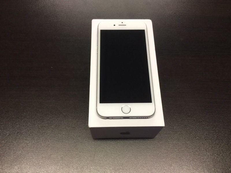 iPhone 6s 64gb unlocked space grey or white immaculate condition almost brand