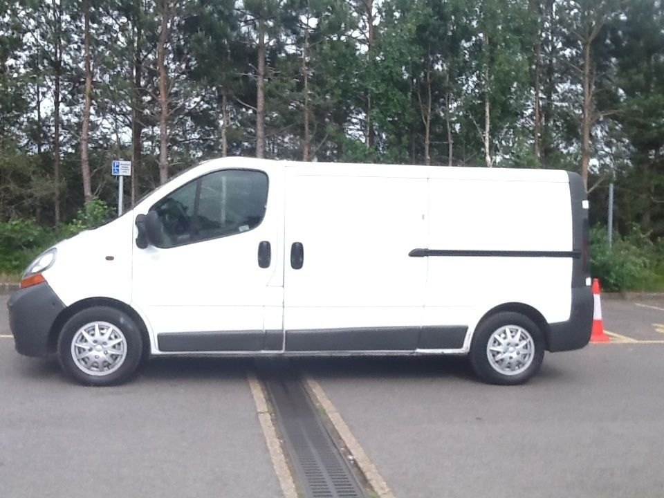 RENAULT TRAFIC LONG WHEEL BASE 2005 LL29 DCI 100. V/CLEAN ATTRACTIVE COND. WITH SERVICE HISTORY ETC.