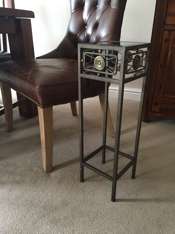 Small side lamp table