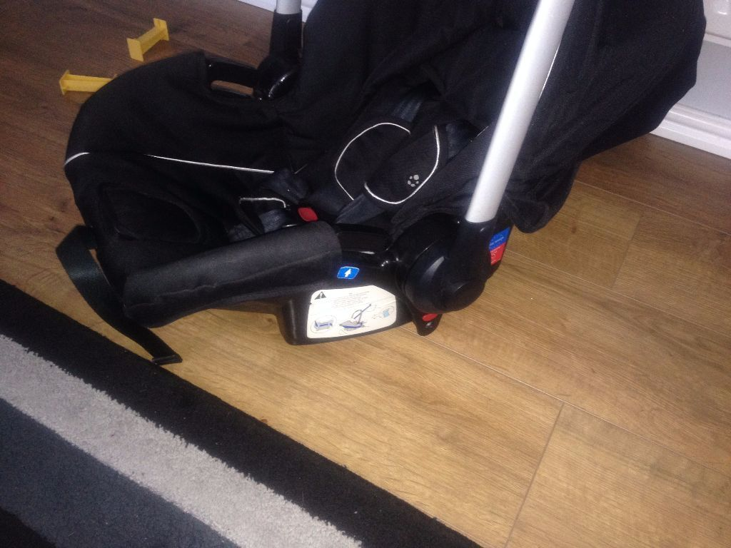 Baby car seat max 12 kg good and clean condition if you pay money for fuel i can deliver it