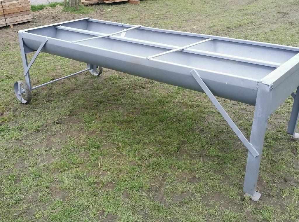 Double feed trough for cattle cows bulls horses etc