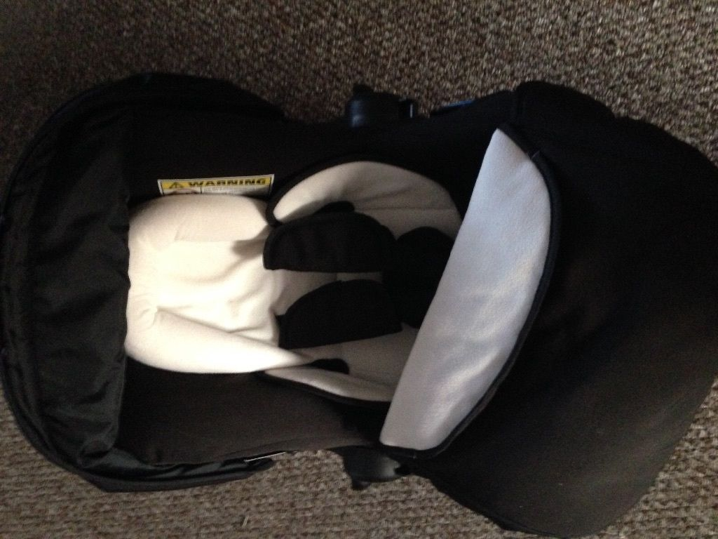Silvercross infant car seat, excellent condition. Barely used as was a spare seat!