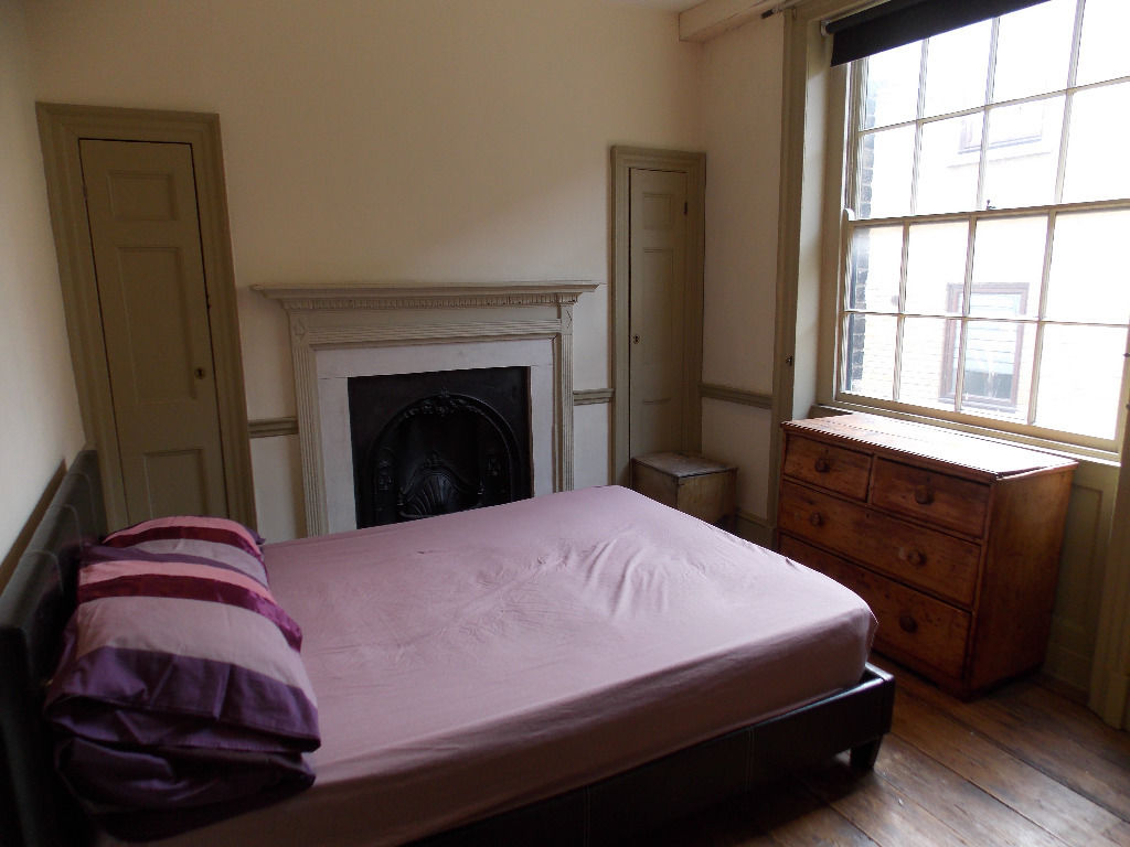 Double room in Georgian house with views of Canary Wharf