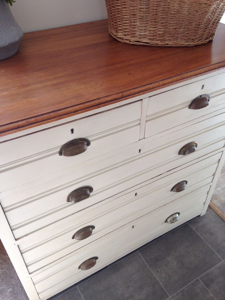 Country Style Shabby Chic Chest of Drawers in Soft Creamy colour