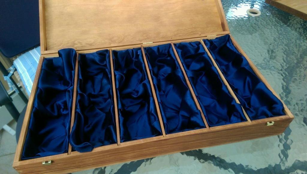 Presentation box for champagne glasses