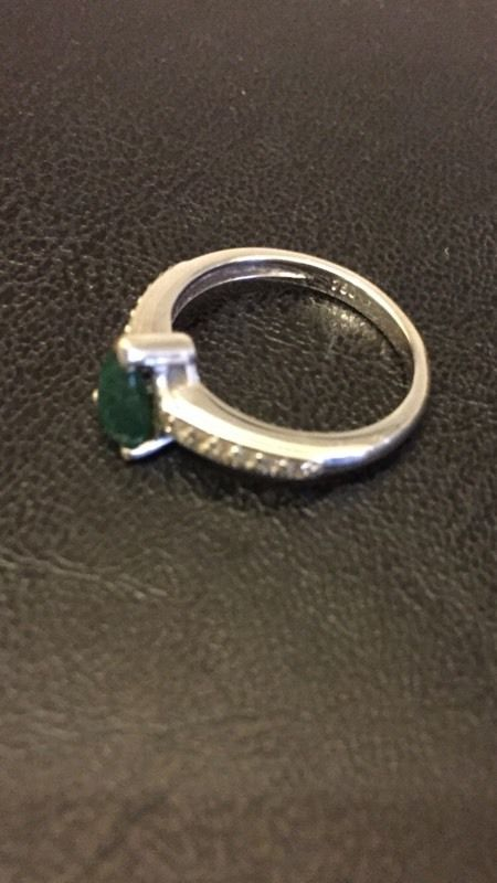 Ladies 18ct white gold ring with emerald and diamonds (size M)