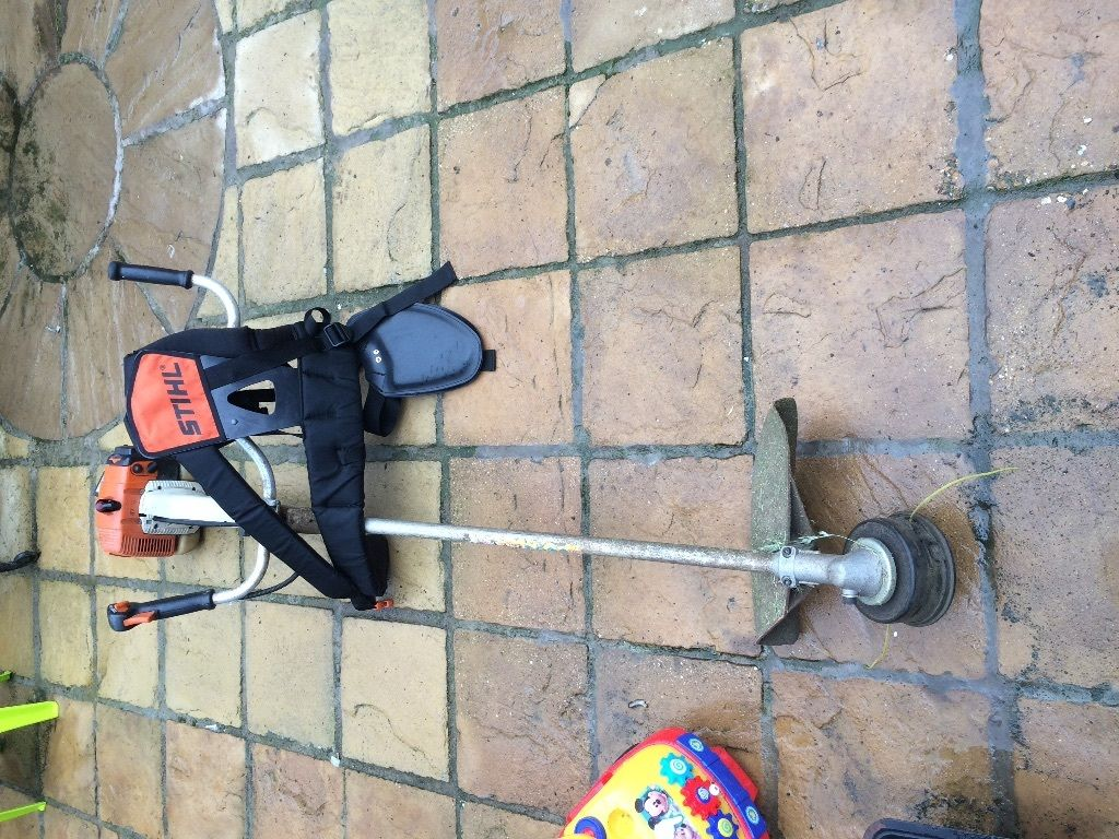 Sthil petrol strimmer fs350 with harness