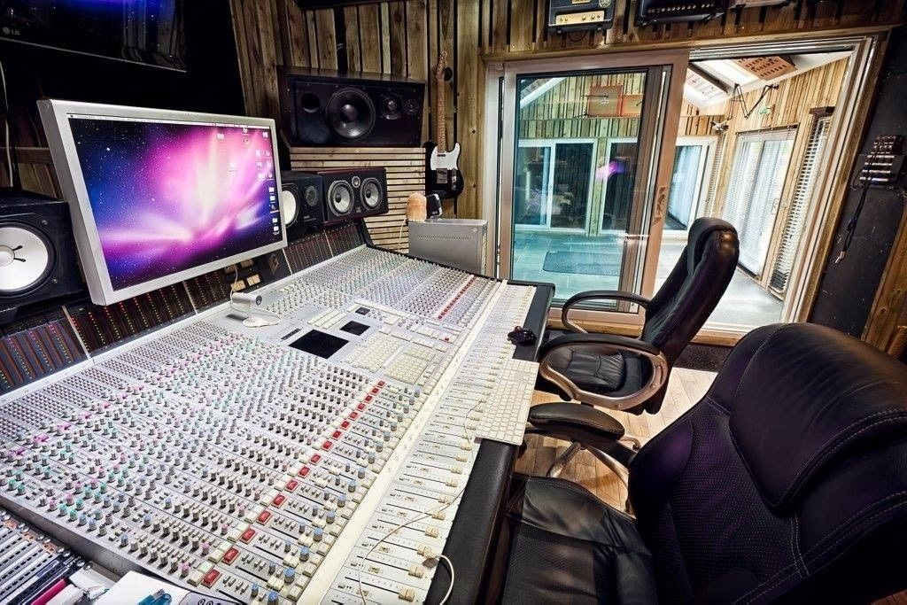 High end Recording Studios for Mixing, Mastering, Production and Recording.