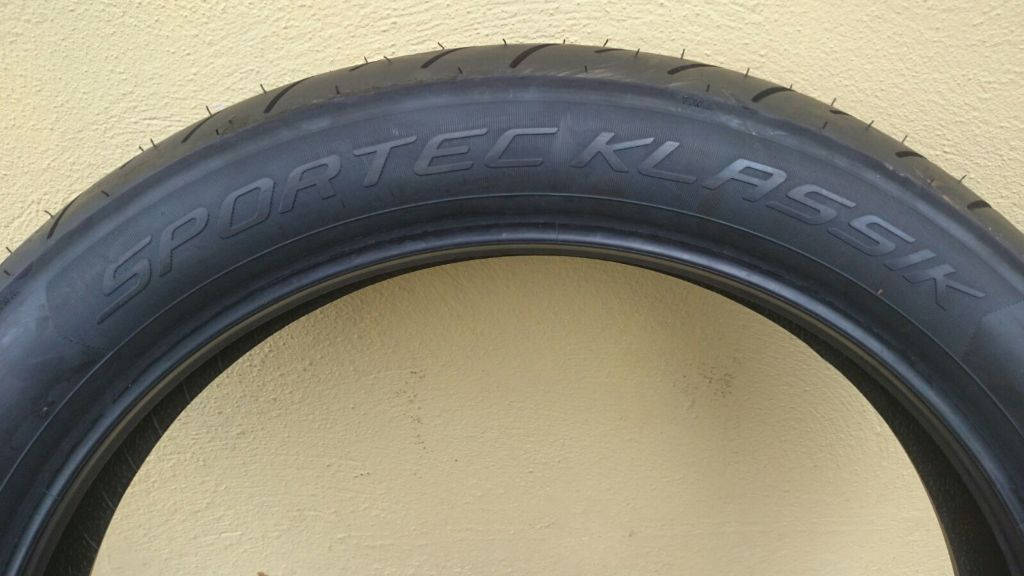Metzeler Sportec Klassik 110/90 R18 61V M/C -Front - tubed for bikes such as California Vintage