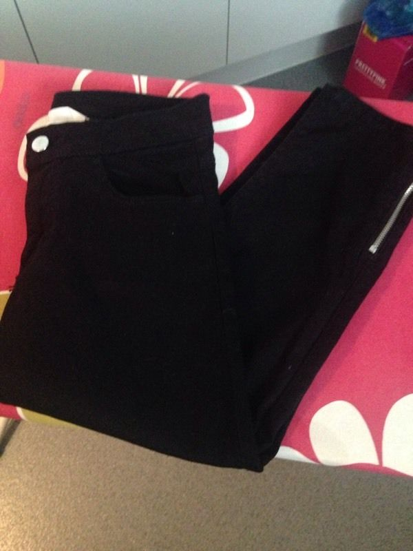 Fab girls 12/13 years 3/4 black trousers and shirt ??