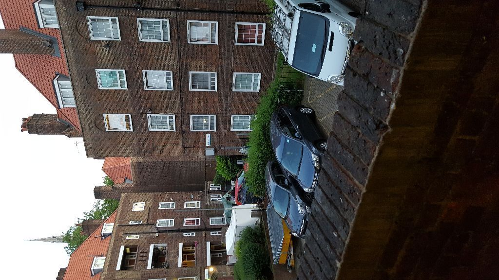 my 2bed flat for 2/3 bed in brighton, southend, oxford