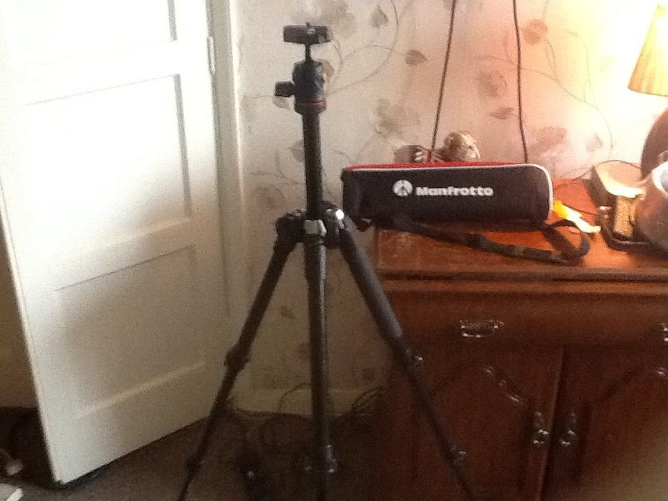 Manfrotto be free camera tripod Model mkbfra4-bh universal phones camera or camcorders