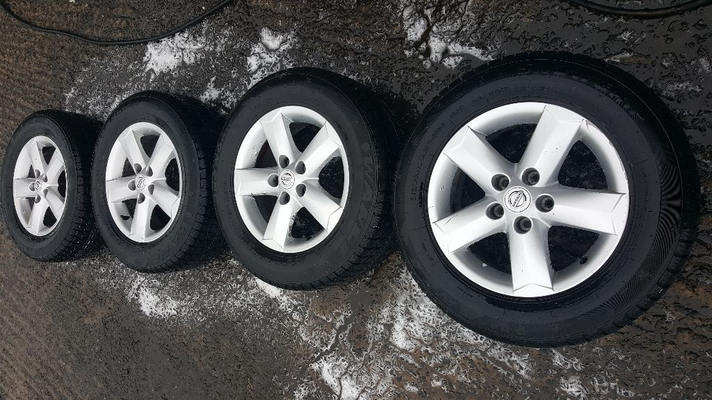 Nissan Qashqai 16 inch Alloy Wheels with Winter Tyres