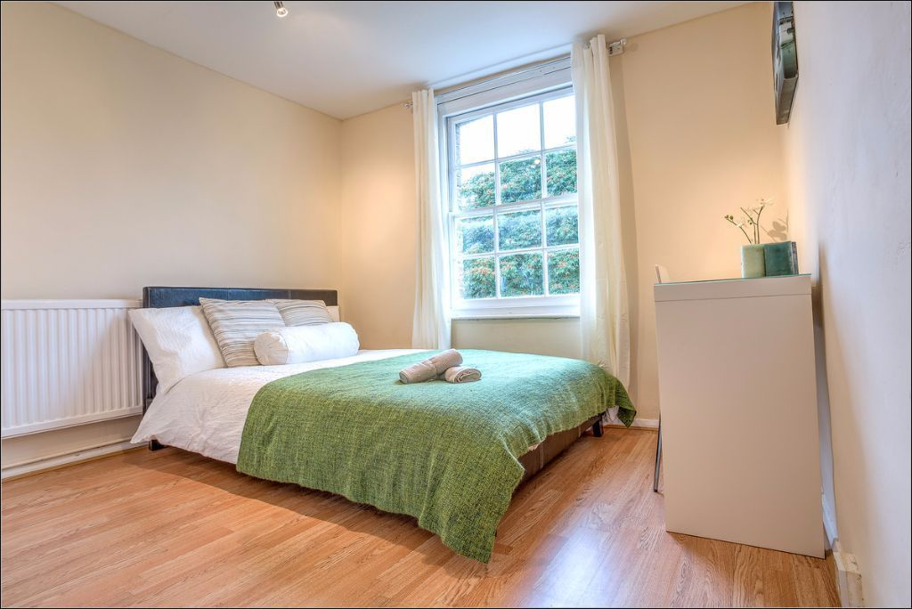 Skype us NOW to reserve this spacious double room just minutes from Kennington Station!!
