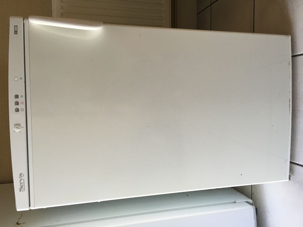 stand alone / under work surface freezer good condition and working order