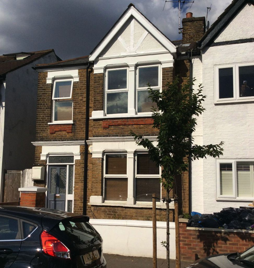Large double room in Ealing, zone 3. All bills included!