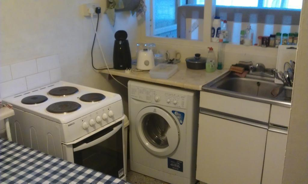 GREAT LOCATION IN THE EAST!!!! 1 STOP FROM HACKNEY CENTRAL!!! ZONE 2
