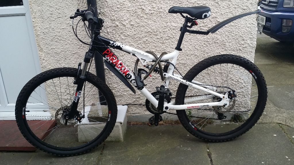 EXCELLENT PARADOX MOUNTAIN BIKE IS ONLY FOR 120 POUNDS DON'T MISS IT!!