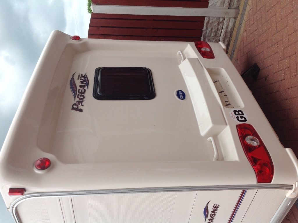 Bailey pageant champagne 2007 4 berth horse shoe Buck Motor mover