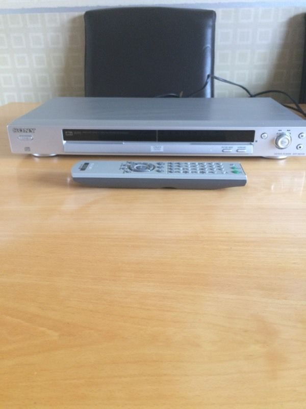 Sony Cd/dvd player DVP- NS330 precision drive 2 dolby digital with remote control.