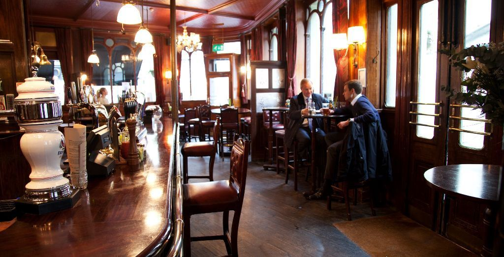 Fun, passionate bar / waiting staff needed for an exciting pub near Hyde park. Full and part time