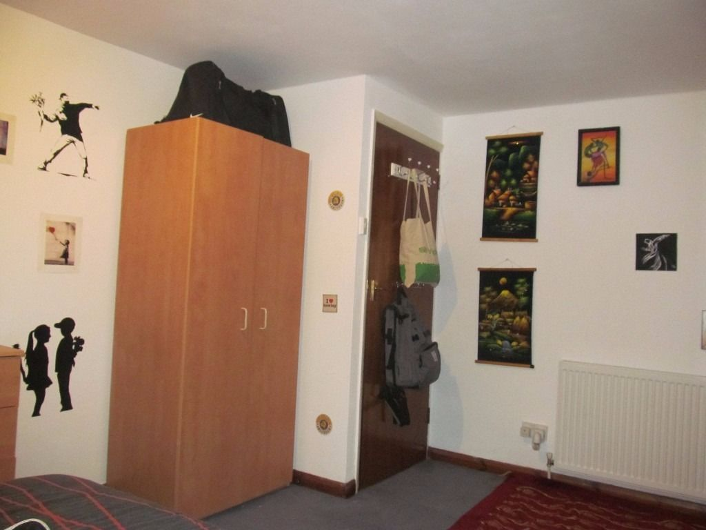 Large Double Room Golders Greeen- 6 month Max stay - Al Bills Included