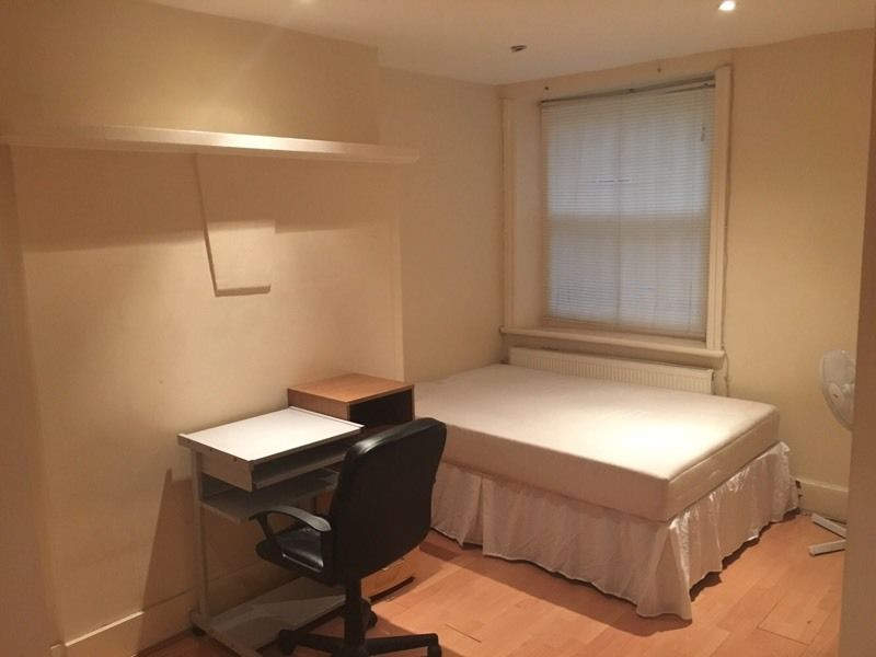 Big double room ensuit opposite Hammersmith station all bills included