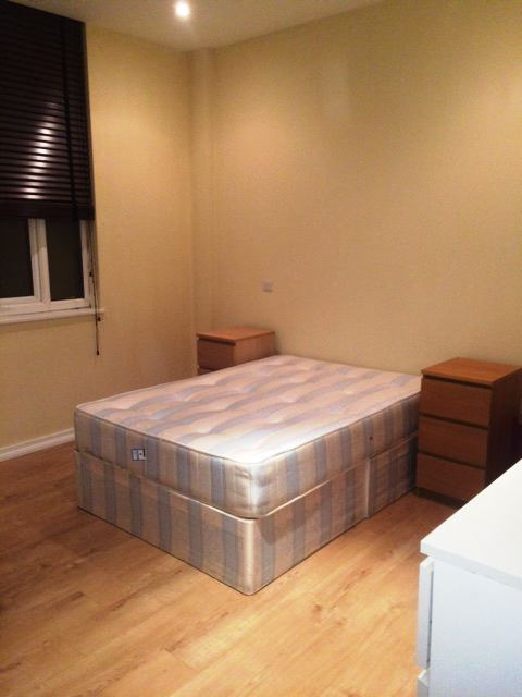 Very Nice Double room with Private Bathroom in a luxury 3 bedflat in Shepherd's Bush!!!