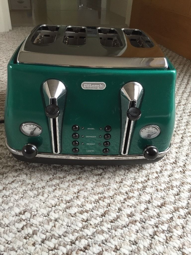 DeLonghi Toaster in good condition in Green