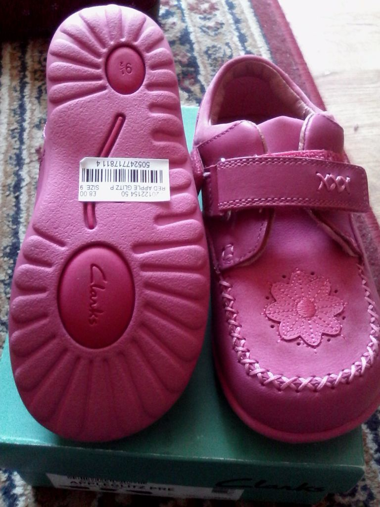 Girls Clarks shoes 9.5g