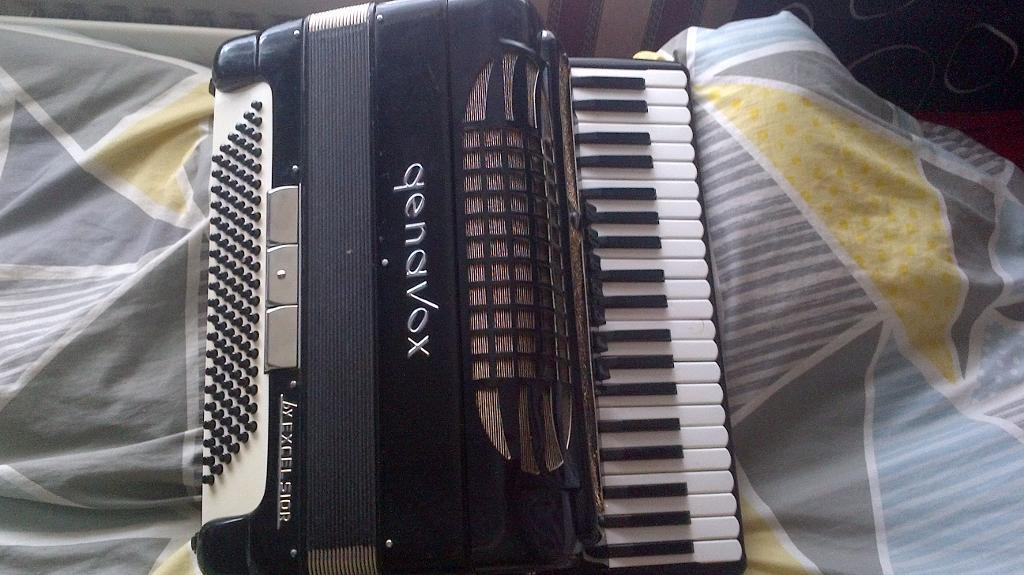 genavox accordion for sale for spear parts or not working or its for a project