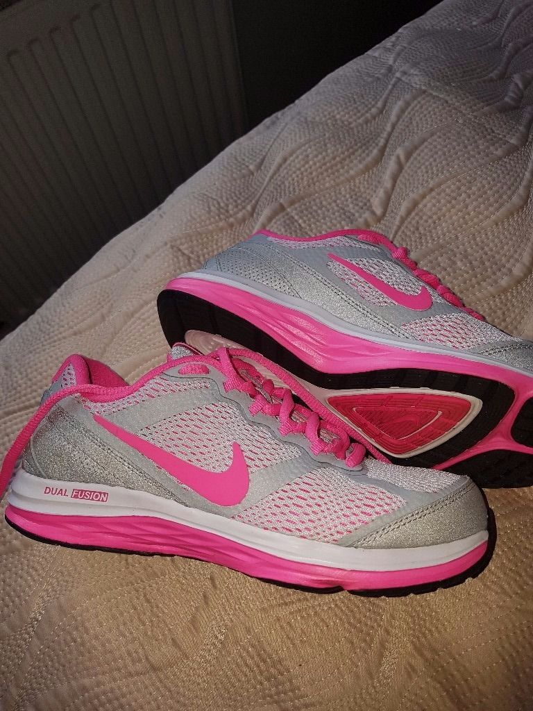 NIKE TRAINERS SIZE 3 shoes