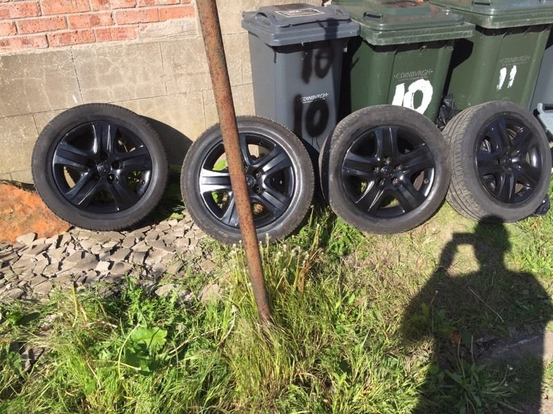 17 VAUXHALL INSIGNIA WHEEL AND TYRES 225/55/ZR17 NEARLY NEW TYRES FEW MONTH USED ONLY