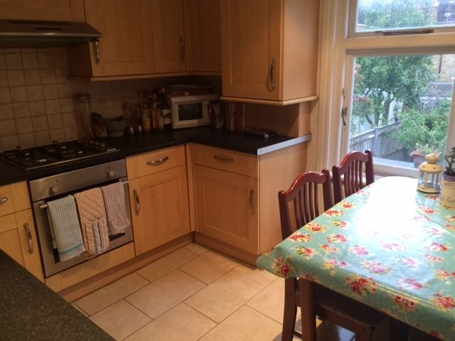 Lovely double room to rent close to Belsize Park and Hampstead Heath with two friendly females