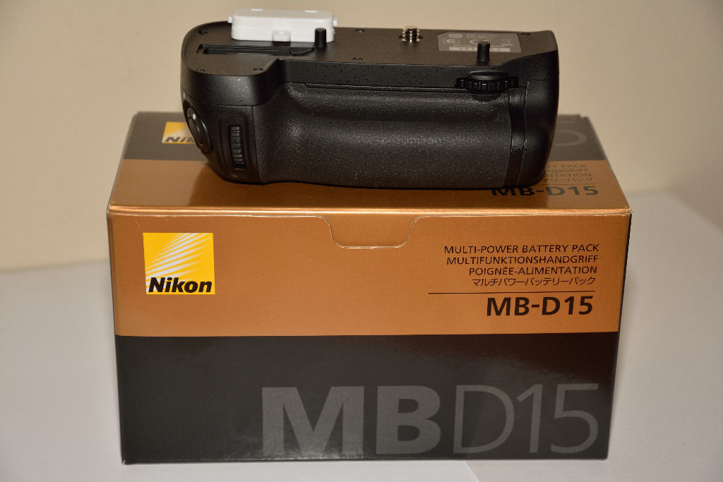 Genuine Unused Nikon Battery Grip MB-D15 For Nikon D7100/7200