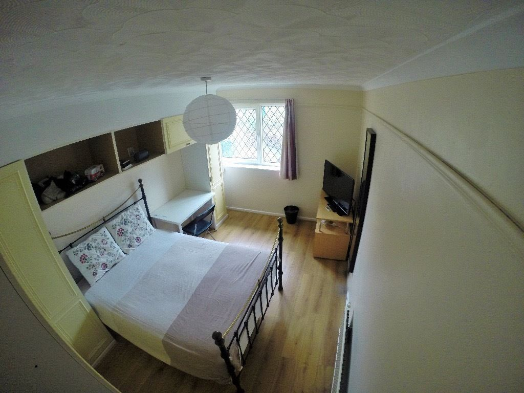 TO RENT: LONDON, WHITECHAPEL, DOUBLE ROOM ALL BILLS INCLUDED