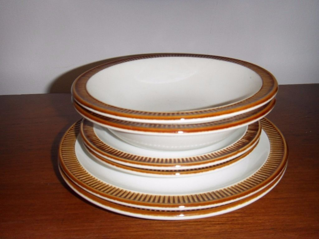 "Poole pottery""chestnut""2 bowls, 2 saucers and 2 side plates"