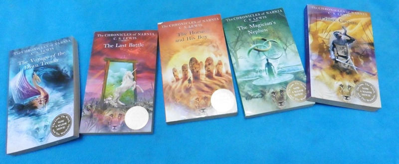 5 books C.C Lewis The chronicles of Narnia job lot can send
