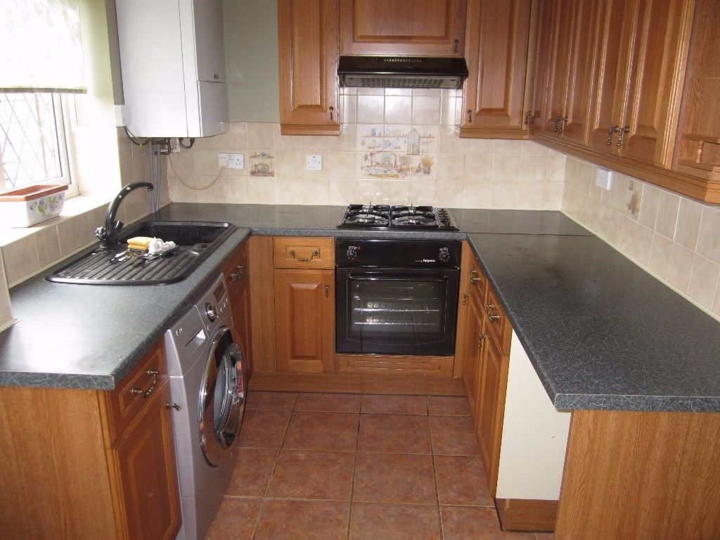 Complete kitchen, e fan, oven sink extractor fan and units as per photos