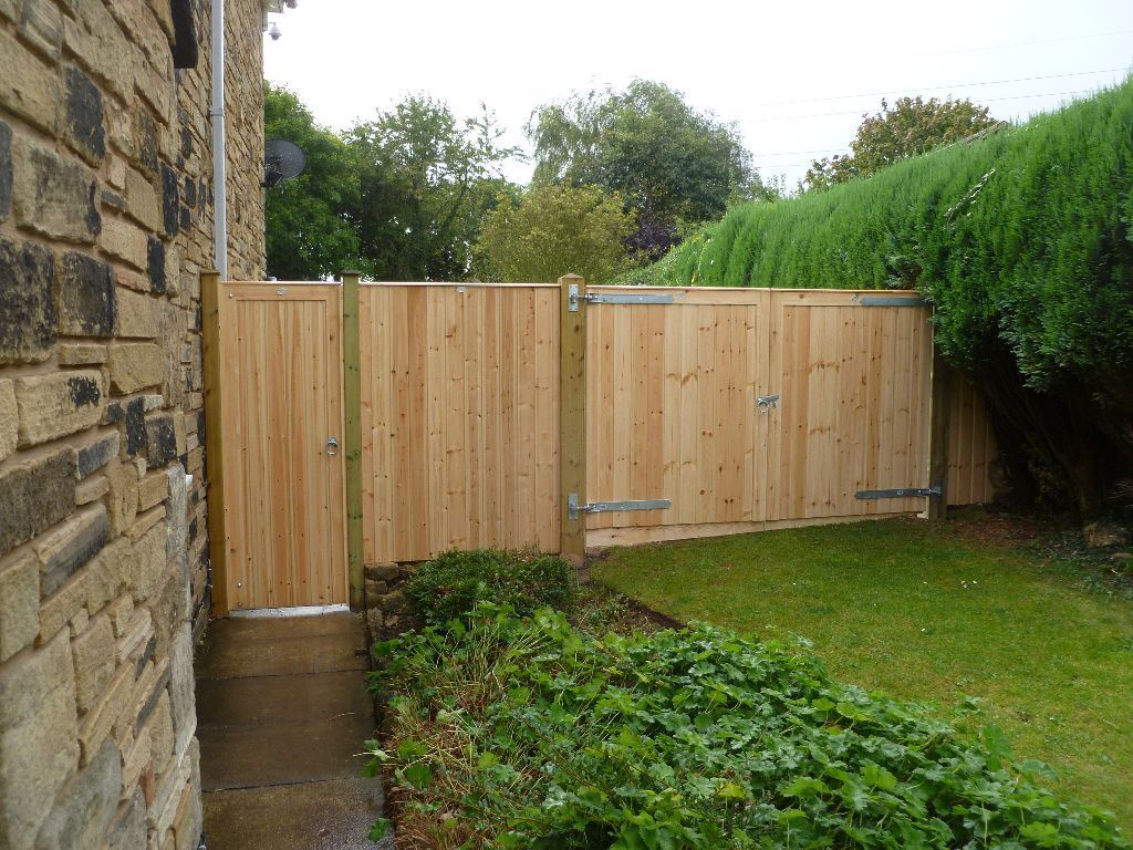 Signature Fencing & Landscaping **** Fencing repairs and wind damage***** 10% Easter Discount