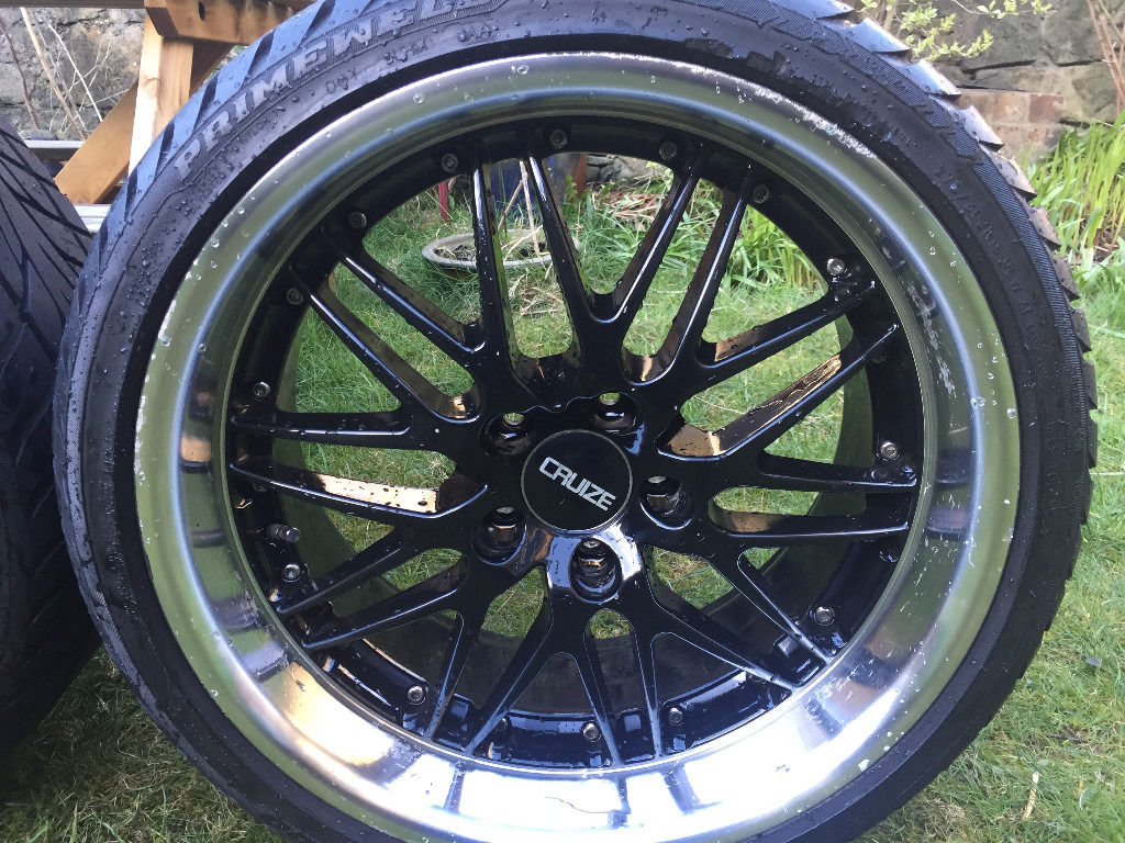 "19"" CRUIZE ALLOYS WITH EXCELLENT TYRES. ORIGINAL BLACK WITH CHROME DEEP DISH"