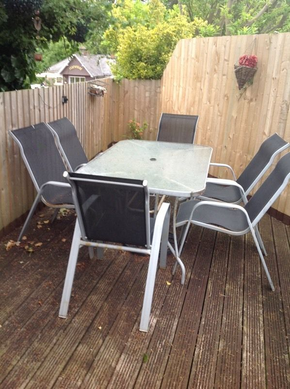 FREE 6 seater table and 6 chairs