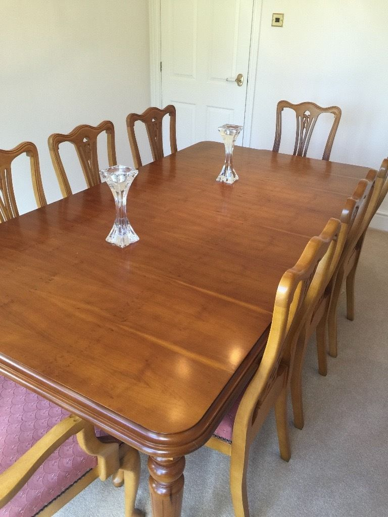 Extendable Pine dining table with 8 padded chairs
